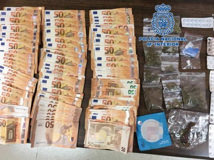 Nacionaline policija Playa America Tenerifeje sulaike 23 metu airi, kaltinama narkotiku prekyba.