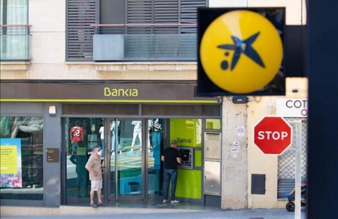 Po CaixaBank ir Bankia susijungimo, Sabadell bankui teks ieskoti partneriu