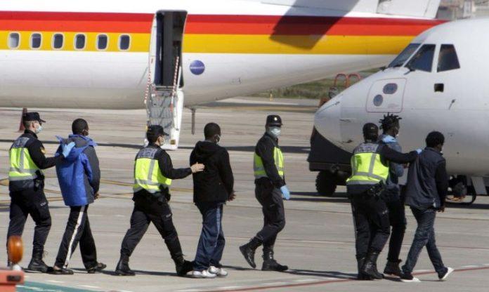 Kanaru salos Puse nelegaliu migrantu perkelti i zemynine Ispanijos dali