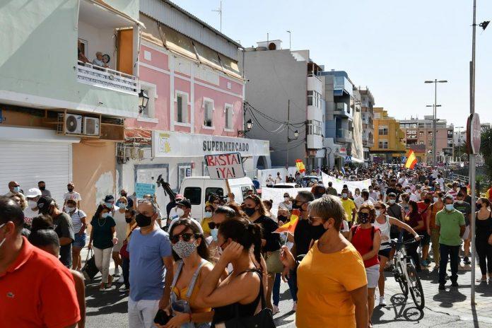 Gran Kanarijos, Arguineguin regione isiplieske protestai pries nelegalius atvykelius