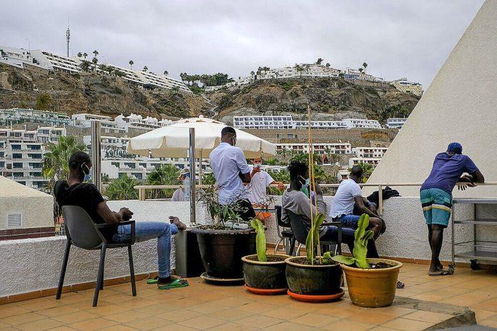 Kanaruose viesbuciai kurie priima imigrantus uzdirba daugiau nei is iprasto turizmo