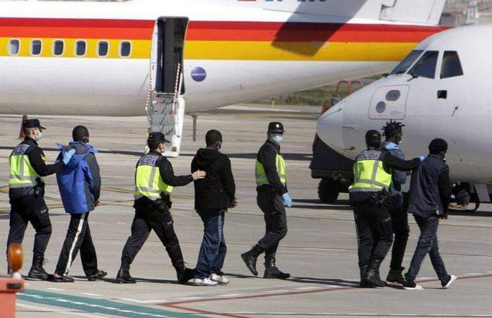Atsauktas pirmasis repatriacinis skrydis is Tenerifes i Senegala