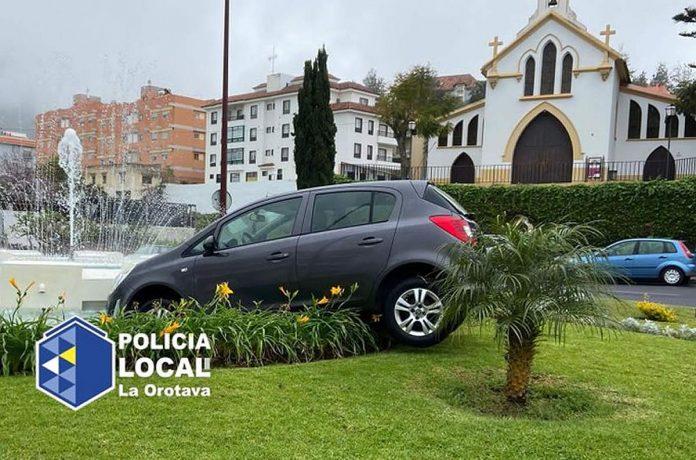 La Orotava nuo slaito nuriedejes automobilis atsidure savivaldybes fontane