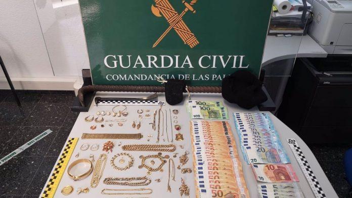 Gran Kanarija Sulaikyti trys itariamieji, kaltinami daugiau nei 8 000 euru vertes juvelyriniu dirbiniu vagyste
