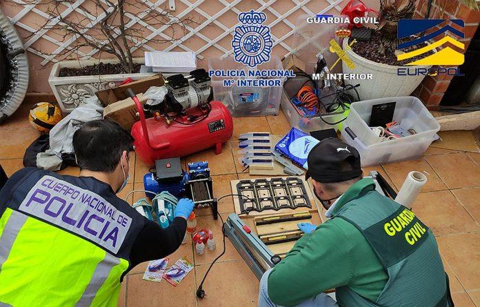 Ispanijoje sulaikyta nusikalstama grupuote, leidusi i apyvarta padirbtus 500 euru banknotus