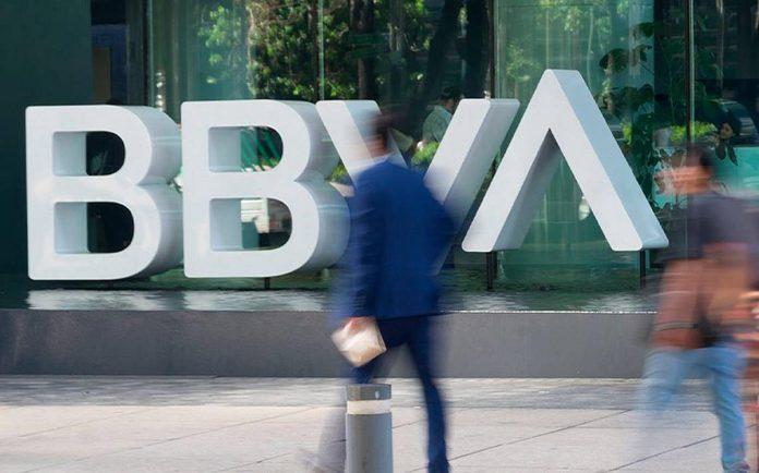 Ispanijos valdzia sunerimusi del masinio banko darbuotoju atleidimu mastu