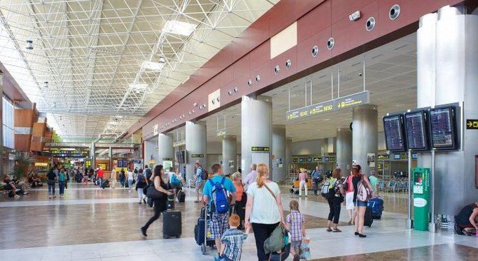 Oro liniju bendroves praso, kad paskiepyti turistai galetu ivaziuoti i Ispanija be covid-19 testu