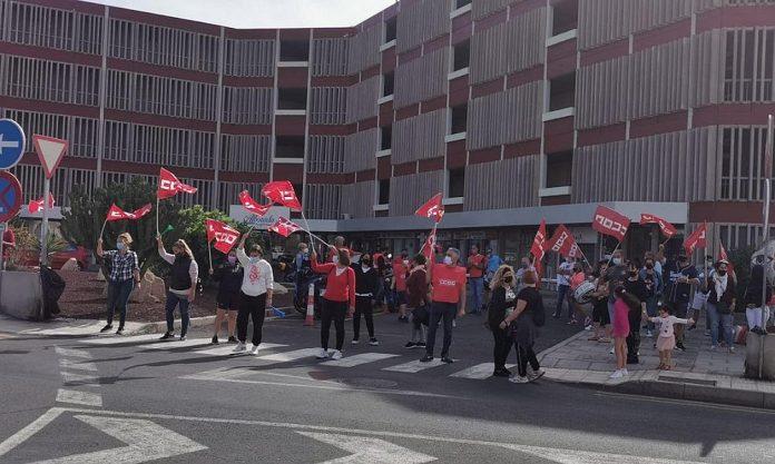 Reikalaudami darbo uzmokescio streikuoja Alborada Ocean Club viesbucio darbuotojai