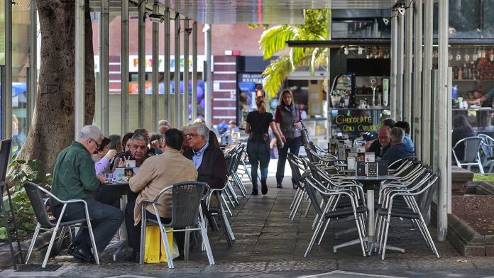 Kanaru salose baru, kaviniu ir restoranu, esanciu 1 ir 2 pavojaus lygiu zonose privalo rinkti savo klientu asmeninius duomenis