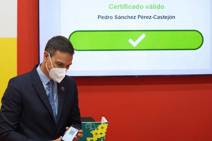 Pedro Sanchez nuo pirmadienio britai gali atvykti i Ispanija be PGR testo