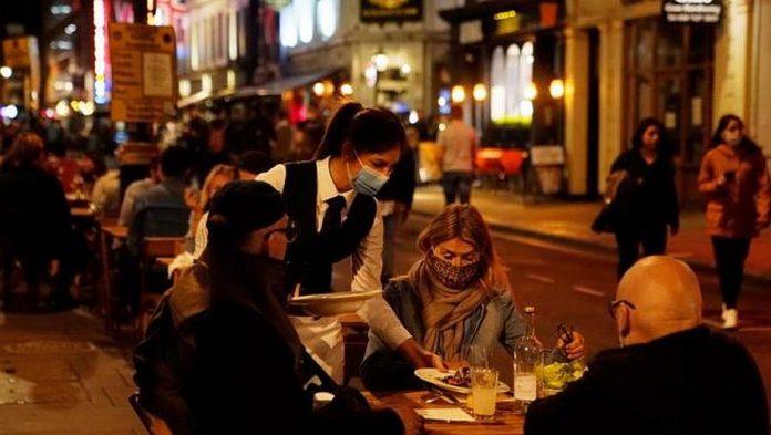 Iki 1 valandos nakties prailginamas baru ir restoranu darbo laikas, naktinio pasilinksminimo istaigos veiks iki 2 valandos nakties