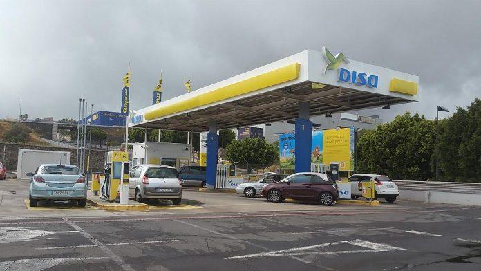 Vos per penkis menesius Kanaru salose benzino kainos padidejo 15 centu