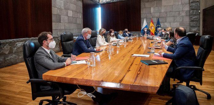 Vyriausybes sprendimas Tenerifeje paskelbti 3 pavojaus lygi sulauke neigiamos reakcijos
