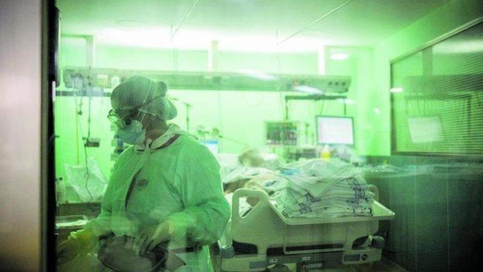 Covid-19 rizika penkiose Kanaru salose itin auksta jauniausiam pacientui, gydomam intensyvios terapijos skyriuje vos 21 metai