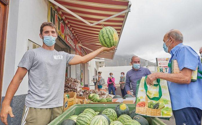 Po virusiniu tapusiu vaizdo irasu, Tenerifes ukininkas pardave 8000kg arbuzu