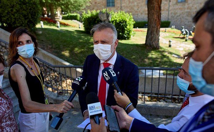 A. V. Torres Vakcinuotis atsisake asmenys kelia potencialu pavoju visuomenei