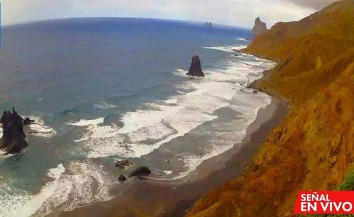 Santa Cruz miesto tarybos isakymu, Benijo papludimyje buvo idiegta internetine vaizdo kamera